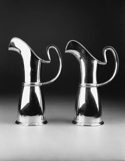 A matched pair of water jugs o