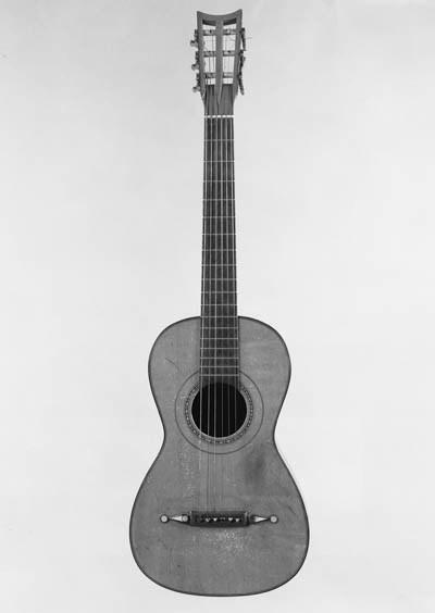 A good English guitar by Louis