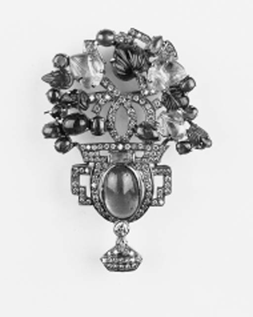 A diamond and gem vase of flow