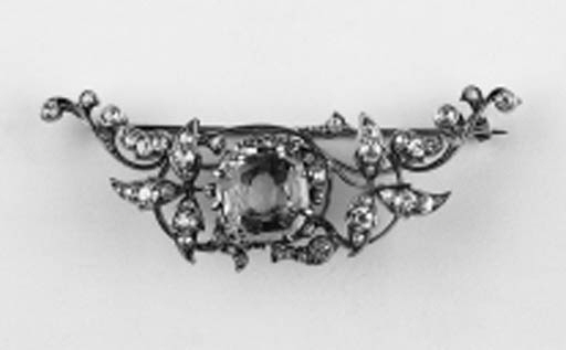 A diamond and aquamarine brooc
