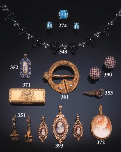 An oval shell cameo pendant,