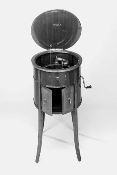 A Melodophone oval cabinet gra