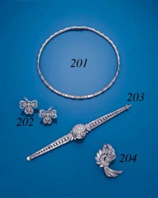 A DIAMOND LINE NECKLACE, BY VA