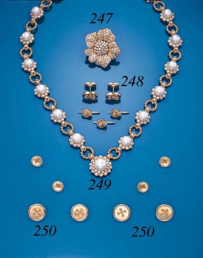 A DIAMOND FLOWERHEAD CLIP BROO