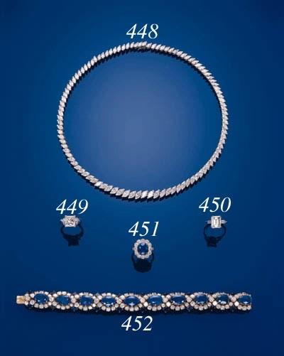 A DELICATE DIAMOND NECKLACE