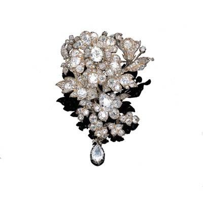 AN ANTIQUE DIAMOND FLOWERSPRAY