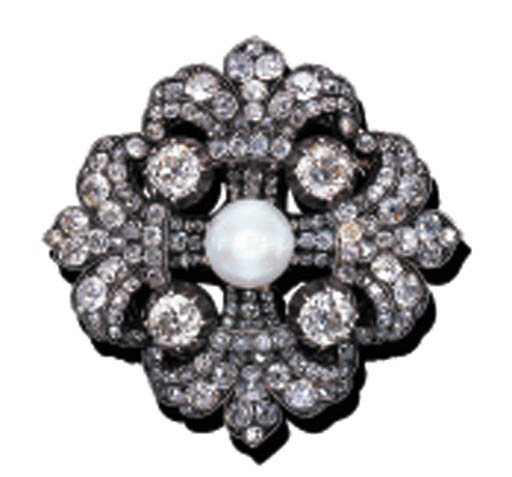 A DIAMOND AND PEARL PENDENT BR