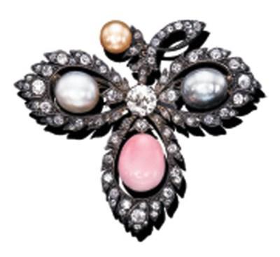 A DIAMOND, PEARL AND CONCH PEA