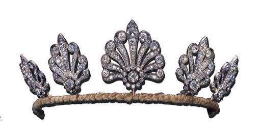 A DIAMOND HONEYSUCKLE TIARA