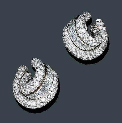A PAIR OF DIAMOND EAR CLIPS, V