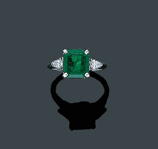 AN EMERALD AND DIAMOND RING, C