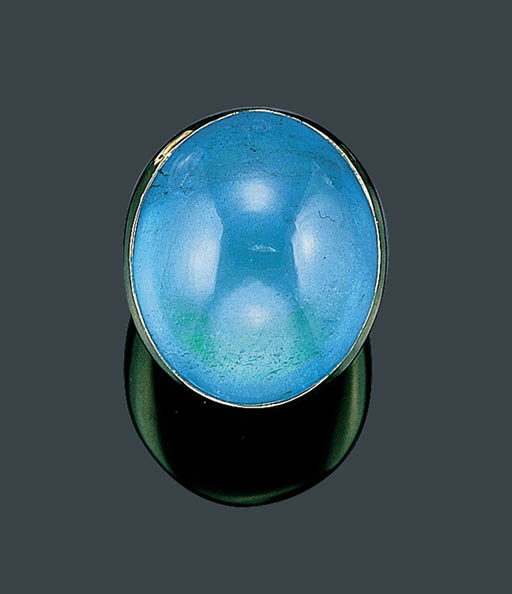 A GOLD AND AQUAMARINE RING, AN