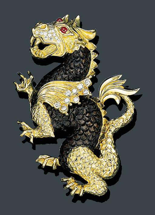 AN 18K GOLD AND ROSEWOOD DRAGON BROOCH, VAN CLEEF & ARPELS
