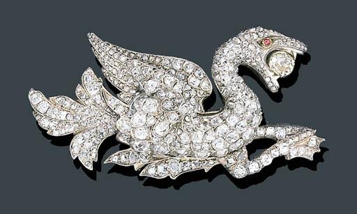 AN ANTIQUE DIAMOND GRIFFIN BRO