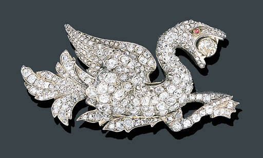 AN ANTIQUE DIAMOND GRIFFIN BROOCH