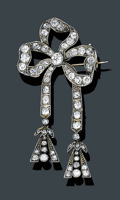 AN ANTIQUE DIAMOND BOW BROOCH