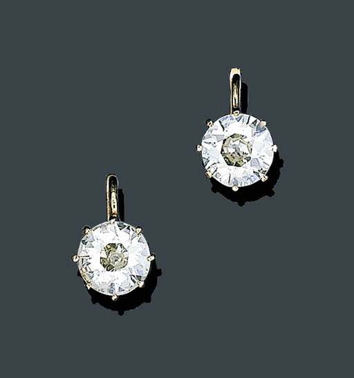 A PAIR OF ANTIQUE DIAMOND EARR