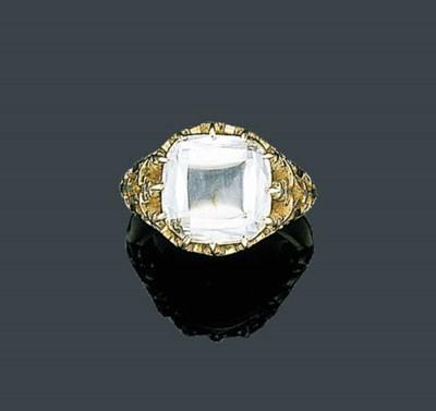 AN ELEGANT GOLD AND DIAMOND RI