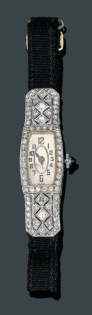 A LADY'S ART DECO PLATINUM AND
