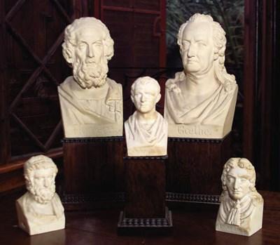Nueve bustos de escayola