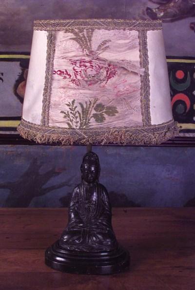 Bronce chino de Buda en oracin