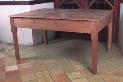Mesa de cocina espaola en made
