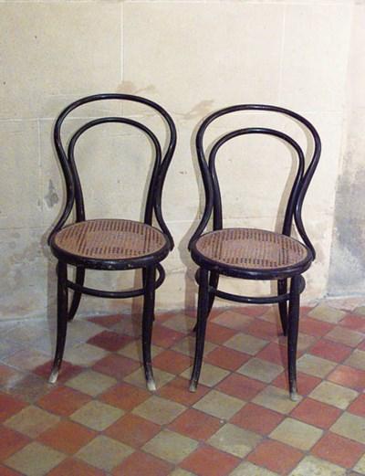 Juego de ocho sillas en madera