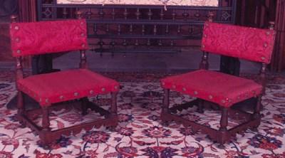Pareja de sillas bajas espaola