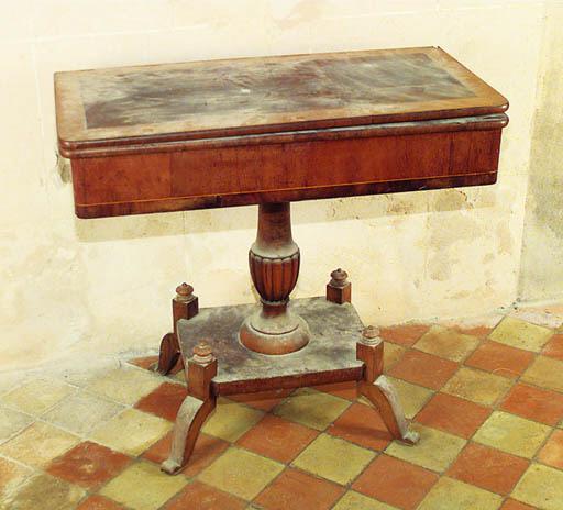 Mesa de juego espaola en mader