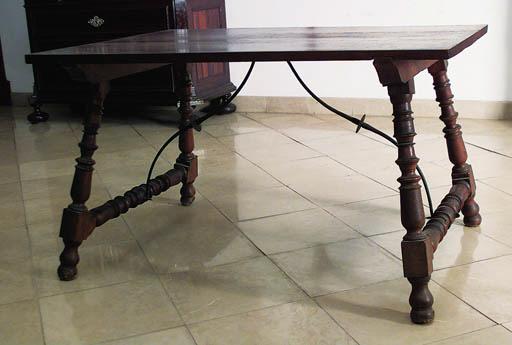 Mesa de centro espaola en made