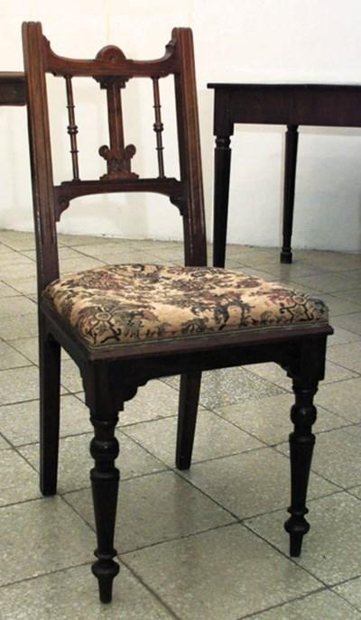Juego de siete sillas espaolas