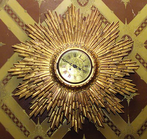 Reloj en madera tallada y dora