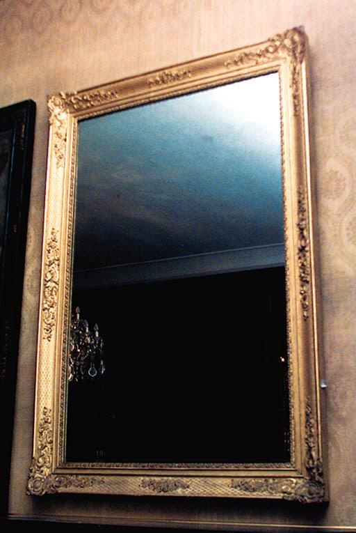 Pareja de espejos en madera y