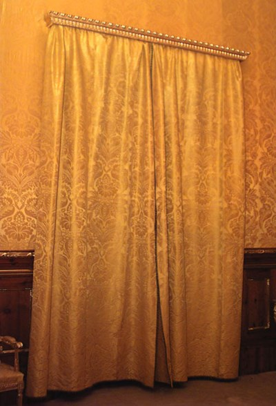 Pareja de cortinas en damasco