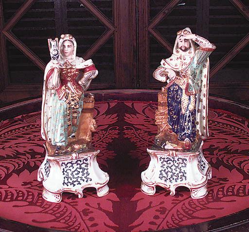 Pareja de figuras en porcelana
