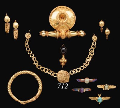 A ROMAN GOLD FUNERARY NECKLACE