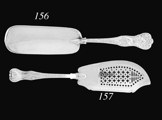 A GEORGE III SILVER DOULBLE SHELL AND LAUREL KING'S PATTERN FISH SLICE