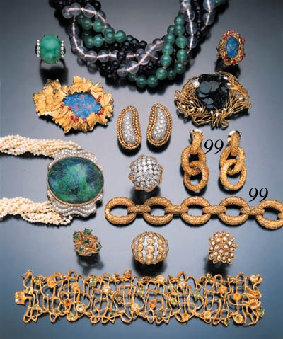 SUITE OF YELLOW GOLD JEWELRY