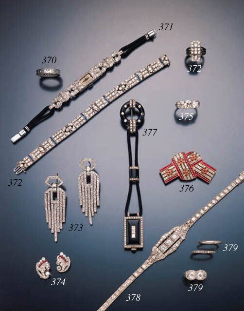 ART DECO DIAMOND AND ONYX LAPE