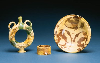 A SLIP-WASHED AND GLAZED BOWL