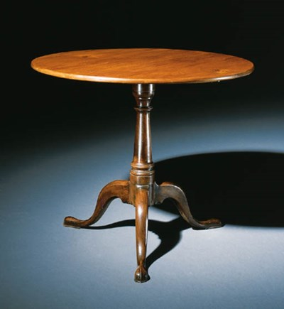 A QUEEN ANNE MAHOGANY TEA TABL