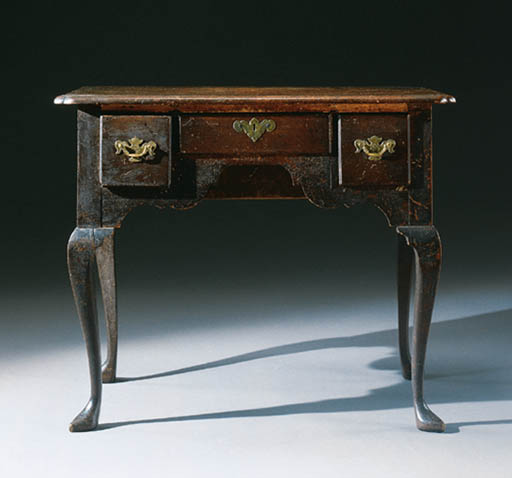 A QUEEN ANNE MAHOGANY DRESSING