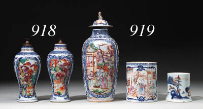 A CHINESE EXPORT VASE AND COVE