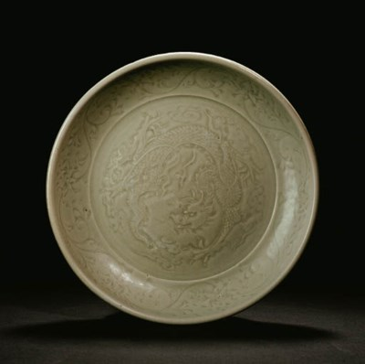A WELL-CARVED LONGQUAN CELADON