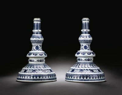A PAIR OF BLUE AND WHITE CANDL