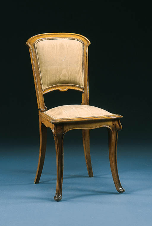AN UPHOLSTERED MAHOGANY SIDE C