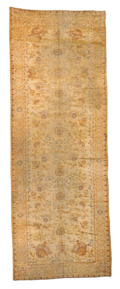 AN OUSHAK GALLERY CARPET