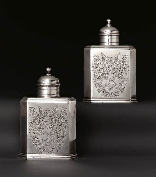 A PAIR OF LARGE GEORGE I SILVER TEA CADDIES