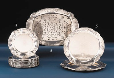 A PAIR OF SILVER GRADUATED TRA
