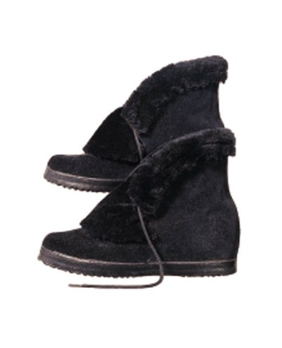A PAIR OF WINTER BOOTS
